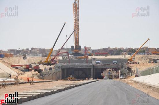 كامل الوزير بدء أعمال الحفر الفعلى لأنفاق قناة السويس أول رمضان (4)