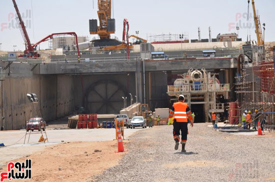 كامل الوزير بدء أعمال الحفر الفعلى لأنفاق قناة السويس أول رمضان (5)