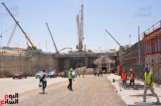 كامل الوزير بدء أعمال الحفر الفعلى لأنفاق قناة السويس أول رمضان (7)