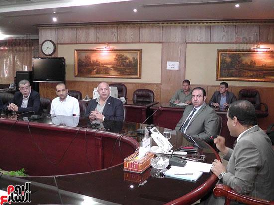 محافظ الغربية يناقش آخر تطورات إنشاء المنطقة التجارية بسبرباى (1)