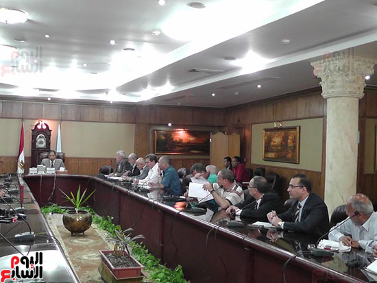 محافظ الغربية يناقش آخر تطورات إنشاء المنطقة التجارية بسبرباى (7)