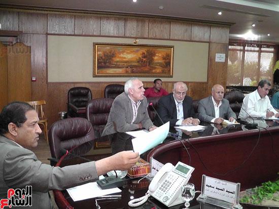 محافظ الغربية يناقش آخر تطورات إنشاء المنطقة التجارية بسبرباى (8)