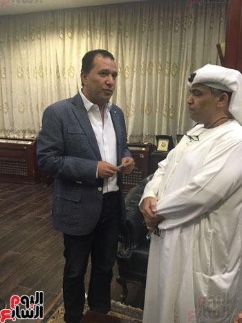 محافظ الأقصر يلتقى مدير الهلال الأحمر الإماراتى لتسلم معونات رمضان (2)