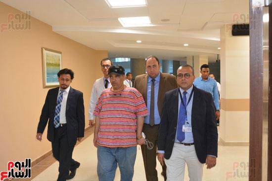 محافظ الأقصر يلتقى مدير الهلال الأحمر الإماراتى لتسلم معونات رمضان (4)