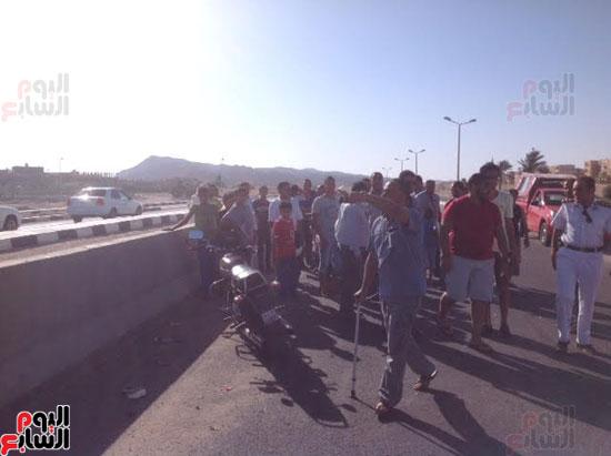 إصابة شرطى مرور أثناء تأمين سيارة محافظ جنوب سيناء (2)