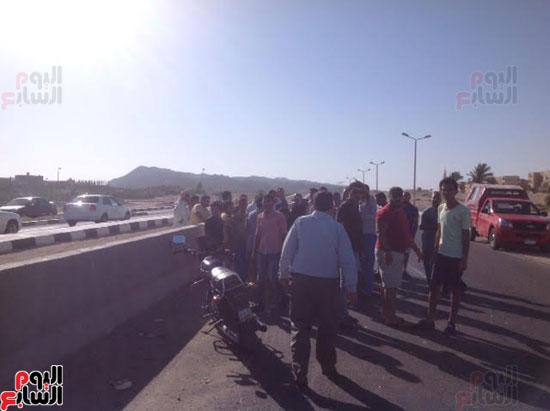 إصابة شرطى مرور أثناء تأمين سيارة محافظ جنوب سيناء (4)