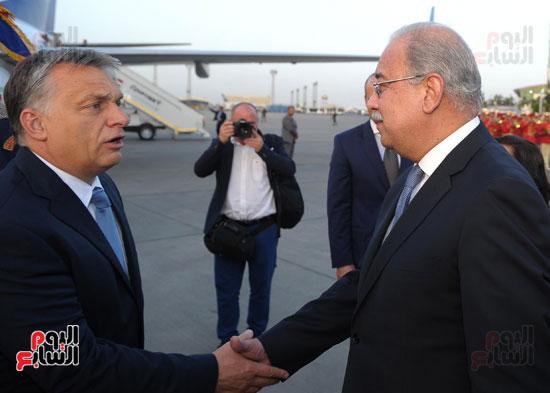 شريف اسماعيل يستقبل رئيس الوزراء المجرى  (1)
