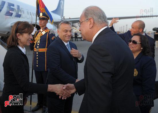 شريف اسماعيل يستقبل رئيس الوزراء المجرى  (2)