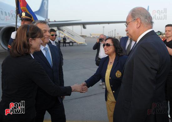 شريف اسماعيل يستقبل رئيس الوزراء المجرى  (3)