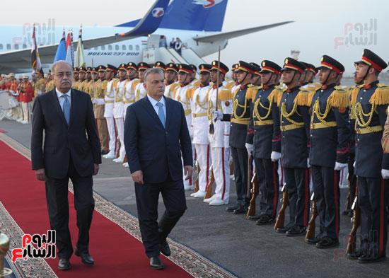 شريف اسماعيل يستقبل رئيس الوزراء المجرى  (5)