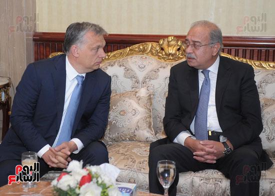 شريف اسماعيل يستقبل رئيس الوزراء المجرى  (11)