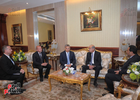 شريف اسماعيل يستقبل رئيس الوزراء المجرى  (12)