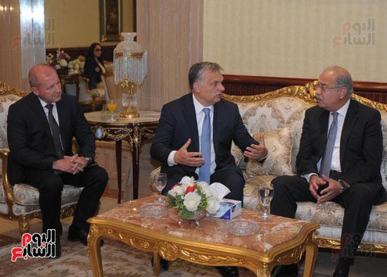 شريف اسماعيل يستقبل رئيس الوزراء المجرى  (13)