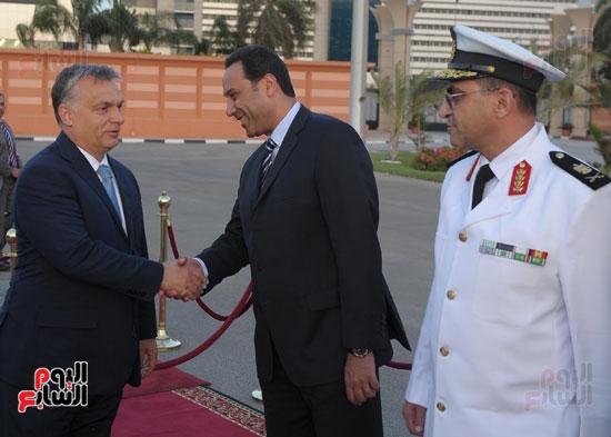 شريف اسماعيل يستقبل رئيس الوزراء المجرى  (6)