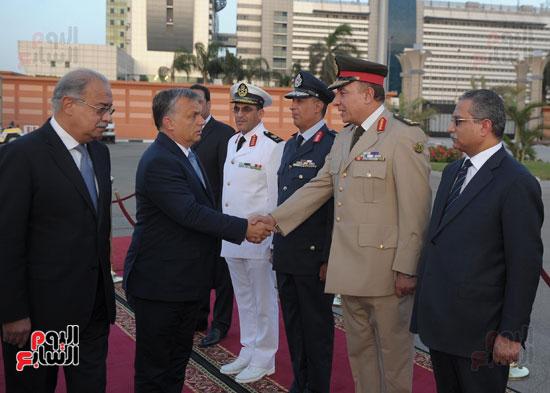 شريف اسماعيل يستقبل رئيس الوزراء المجرى  (7)