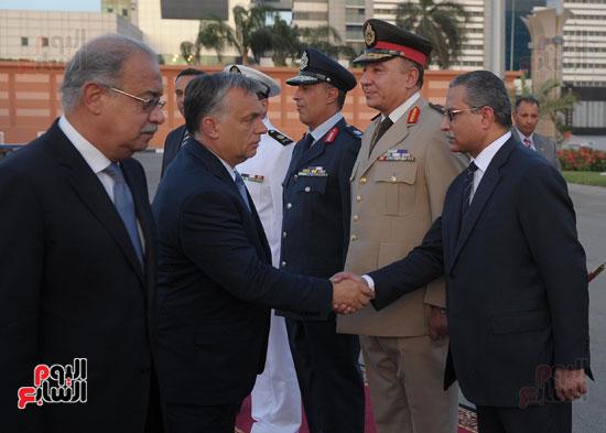 شريف اسماعيل يستقبل رئيس الوزراء المجرى  (8)