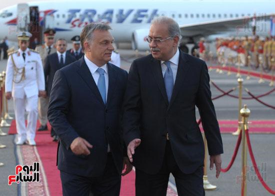 شريف اسماعيل يستقبل رئيس الوزراء المجرى  (9)