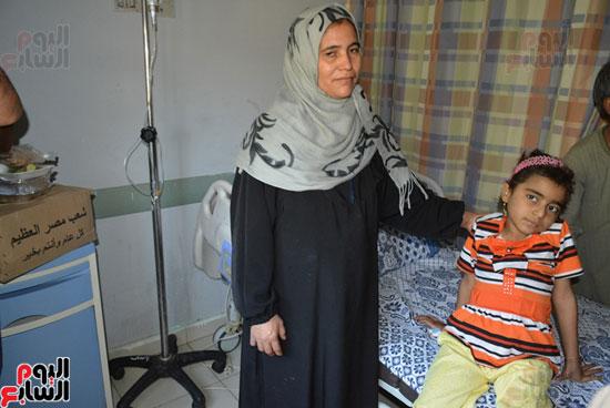 محافظة سوهاج توزع 600 كرتونة مواد غذائية على المرضى بالمحافظة (3)