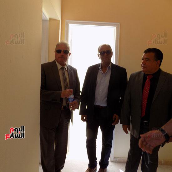 خالد فودة محافظ جنوب سيناء يتفقد مستشفى سانت كاترين (1)
