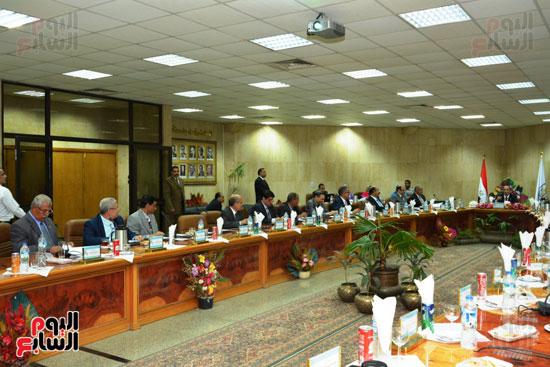اجتماع مجلس جامعة أسيوط (3)