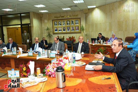 اجتماع مجلس جامعة أسيوط (4)