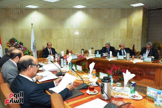 اجتماع مجلس جامعة أسيوط (5)