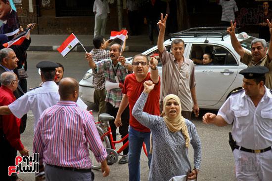 المواطنون الشرفاء يحاصرون نقابة الصحفيين (1)