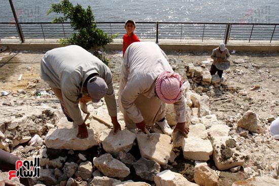 تواصل أعمال تطوير كورنيش النيل  (11)
