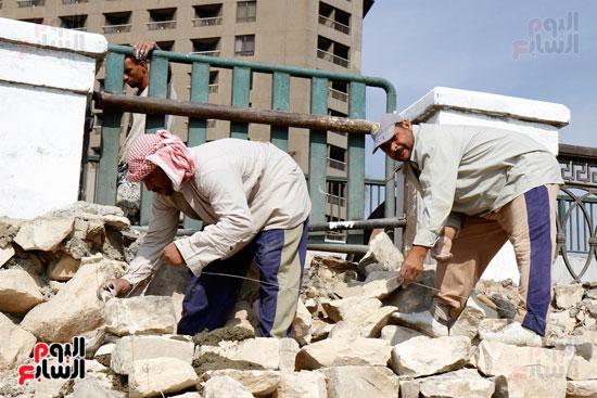 تواصل أعمال تطوير كورنيش النيل  (14)