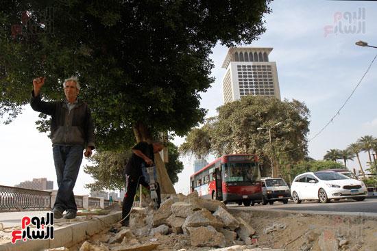 تواصل أعمال تطوير كورنيش النيل  (7)