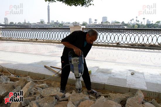 تواصل أعمال تطوير كورنيش النيل  (8)