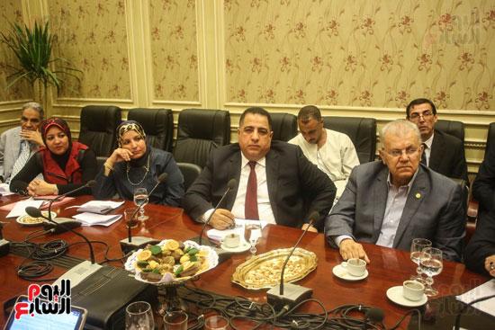 لجنة حقوق الإنسان (7)