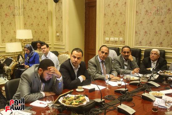 لجنة حقوق الإنسان (9)
