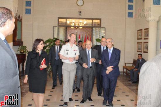 وفد فرنسى مع الأمين العام لجامعة الدول العربية (2)
