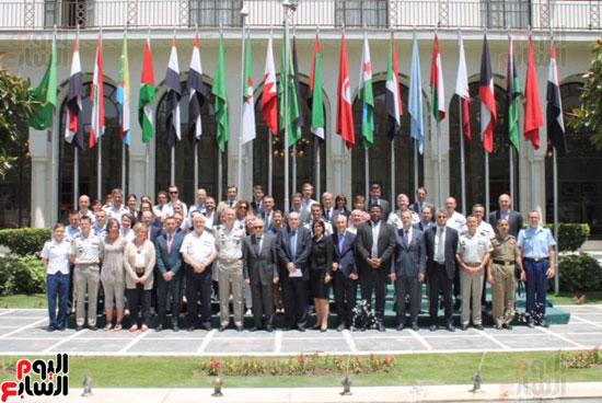 وفد فرنسى مع الأمين العام لجامعة الدول العربية (4)