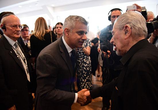رئيس بلدية لندن المنتخب يشارك فى حفل ذكرى الهولوكوست صادق خان (1)