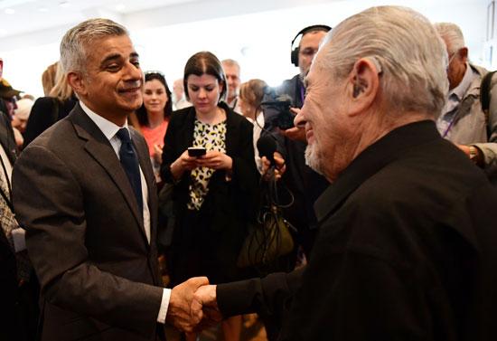 رئيس بلدية لندن المنتخب يشارك فى حفل ذكرى الهولوكوست صادق خان (2)