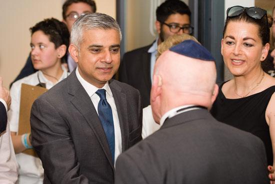 رئيس بلدية لندن المنتخب يشارك فى حفل ذكرى الهولوكوست صادق خان (10)