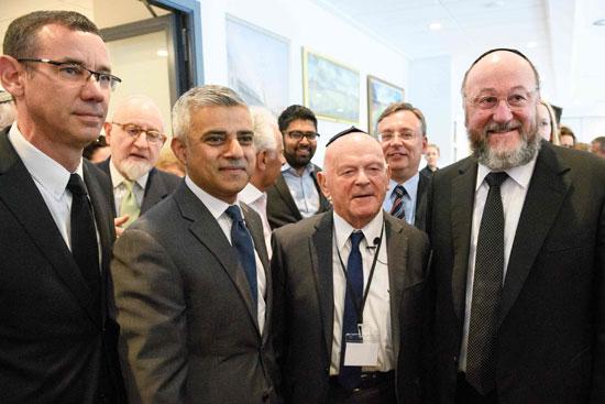 رئيس بلدية لندن المنتخب يشارك فى حفل ذكرى الهولوكوست صادق خان (15)