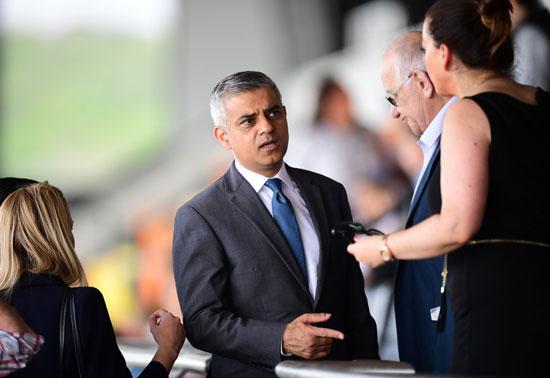 رئيس بلدية لندن المنتخب يشارك فى حفل ذكرى الهولوكوست صادق خان (3)