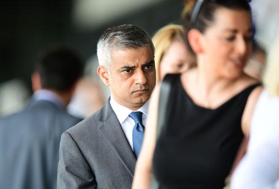 رئيس بلدية لندن المنتخب يشارك فى حفل ذكرى الهولوكوست صادق خان (6)