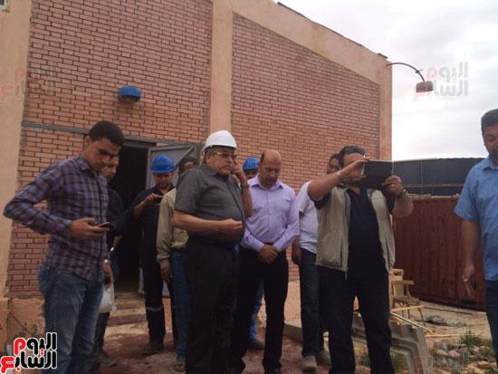 وفد وزارة الإسكان ورئيس مياه مطروح يتفقدان العمل بمواقع الشركة (15)