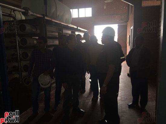 وفد وزارة الإسكان ورئيس مياه مطروح يتفقدان العمل بمواقع الشركة (16)