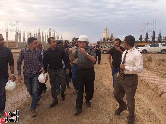 وفد وزارة الإسكان ورئيس مياه مطروح يتفقدان العمل بمواقع الشركة (18)