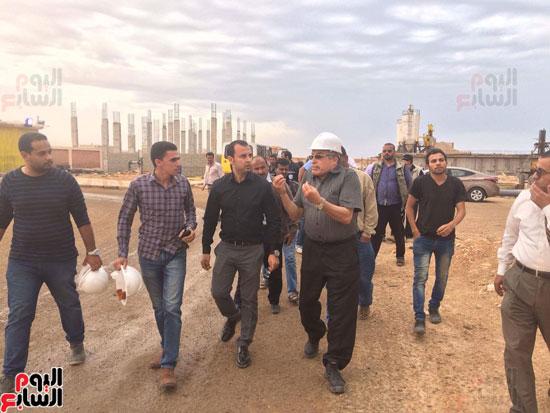 وفد وزارة الإسكان ورئيس مياه مطروح يتفقدان العمل بمواقع الشركة (19)
