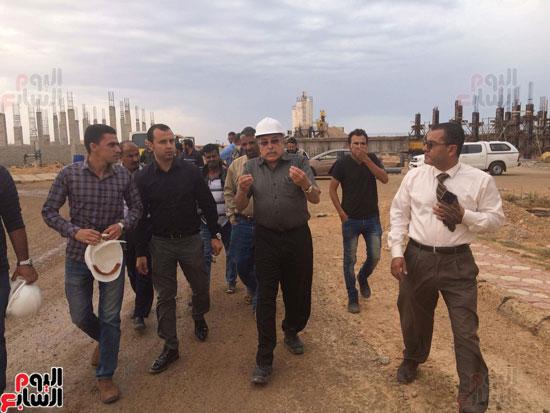 وفد وزارة الإسكان ورئيس مياه مطروح يتفقدان العمل بمواقع الشركة (20)
