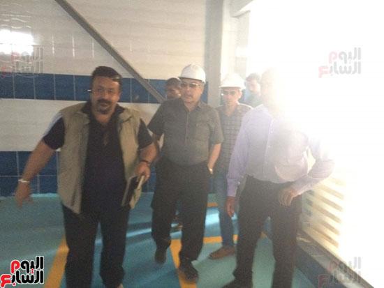 وفد وزارة الإسكان ورئيس مياه مطروح يتفقدان العمل بمواقع الشركة (7)
