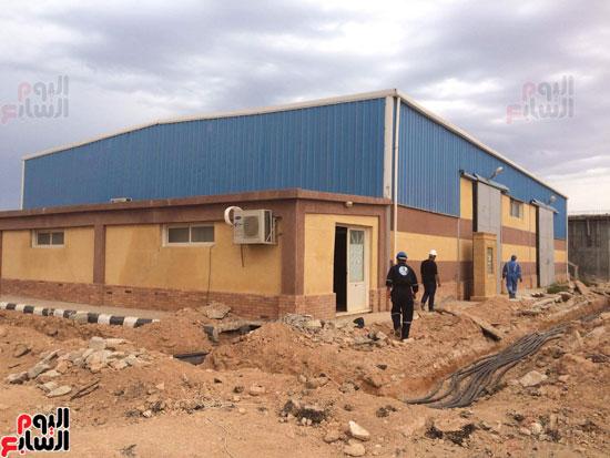 وفد وزارة الإسكان ورئيس مياه مطروح يتفقدان العمل بمواقع الشركة (8)