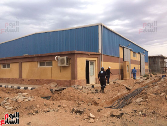 وفد وزارة الإسكان ورئيس مياه مطروح يتفقدان العمل بمواقع الشركة (9)