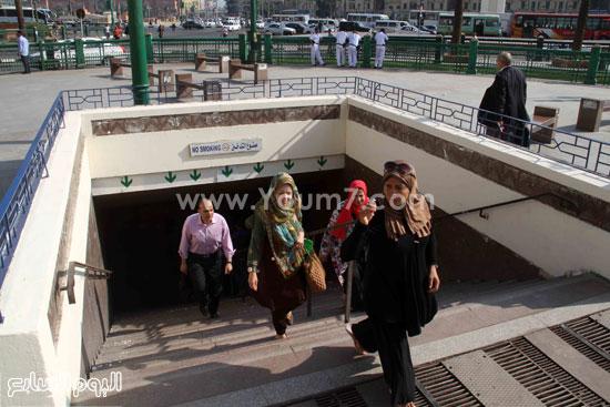 الركاب أثناء خروجهم من المحطة  -اليوم السابع -6 -2015